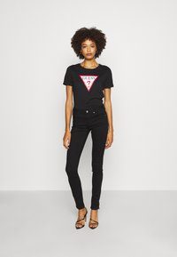 Guess - TATIANA  - T-shirt z nadrukiem - jet black - 1