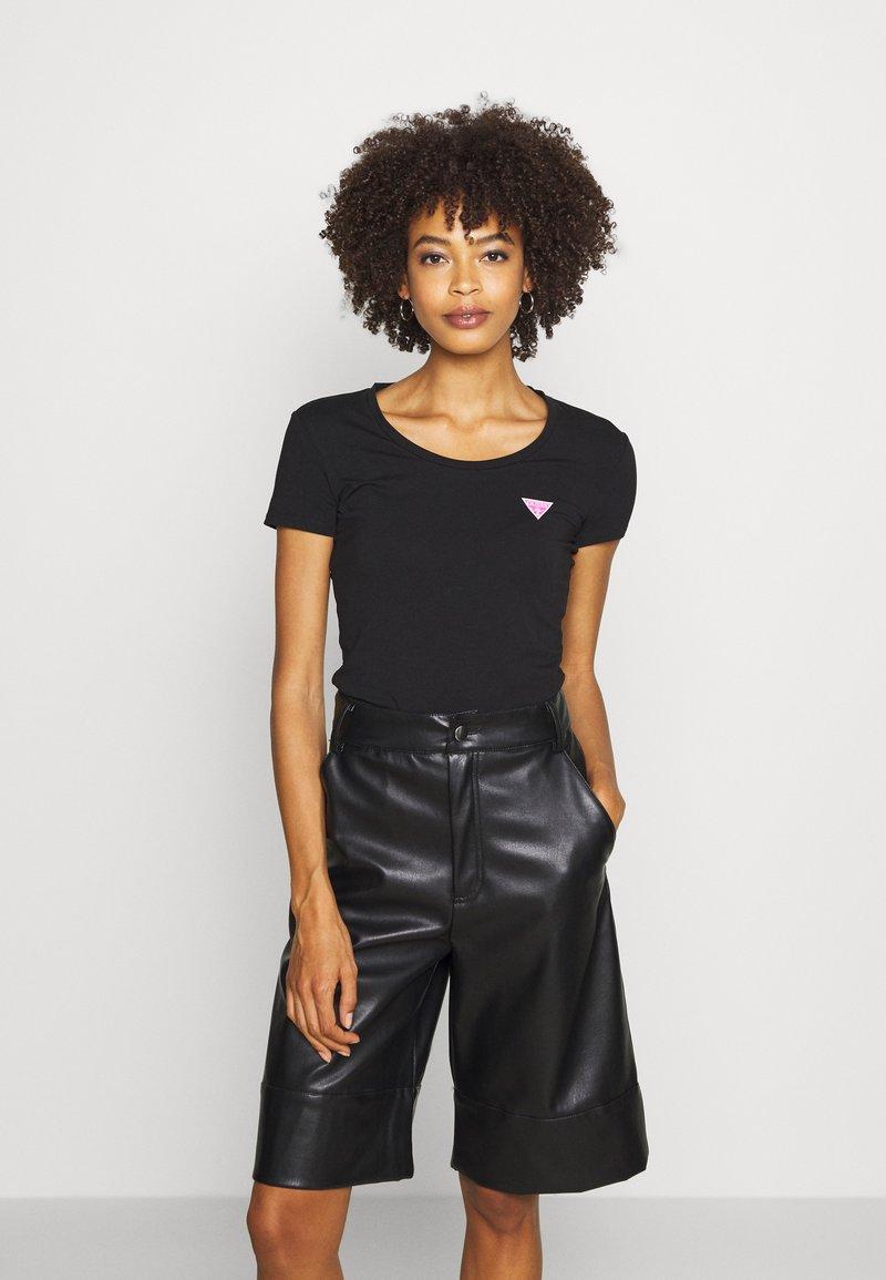 Guess - RNKAMELIA  - T-shirt z nadrukiem - jet black
