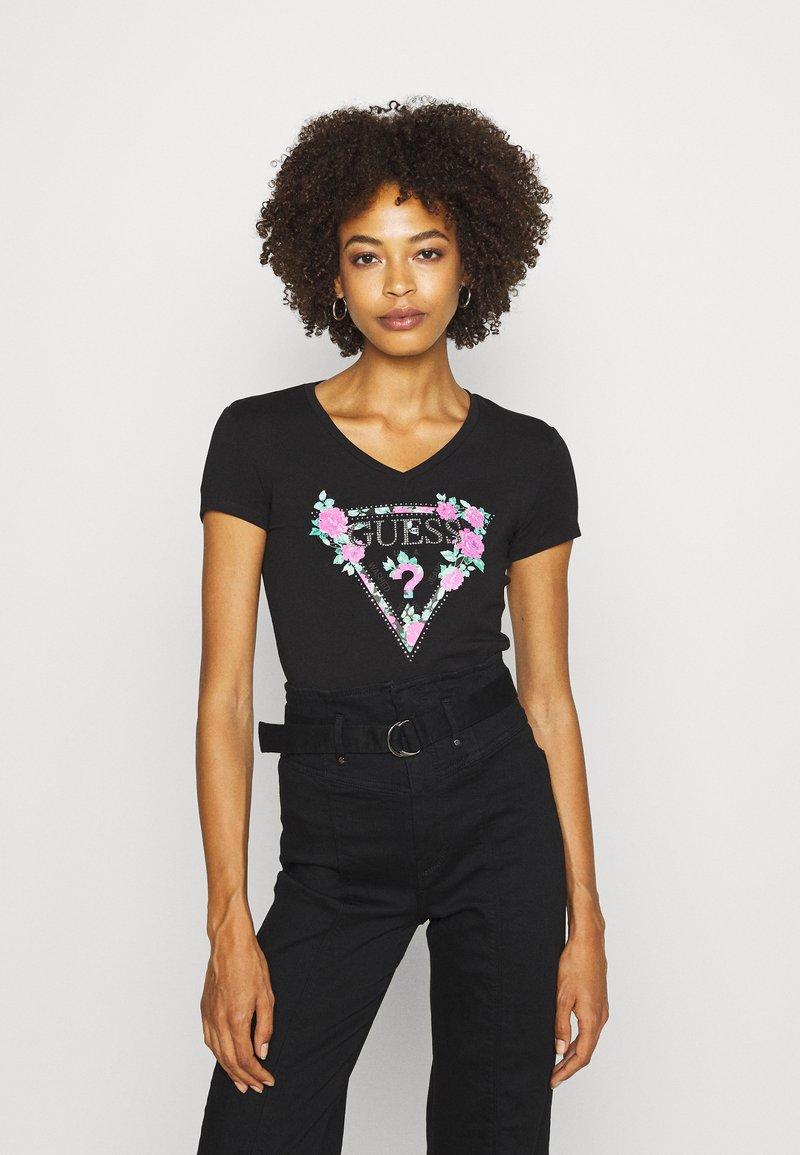 Guess - BRITNEY TEE - T-shirt z nadrukiem - jet black