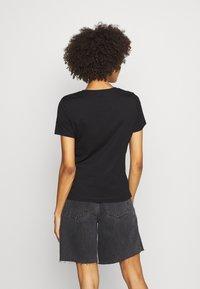 Guess - ICON TEE - Print T-shirt - jet black - 2