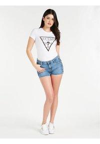 Guess - Print T-shirt - weiß - 0