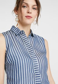 Guess - CALISTA  - Button-down blouse - pin blue - 3