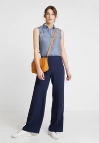Guess - CALISTA  - Button-down blouse - pin blue - 1