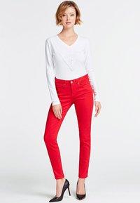 Guess - VORNE - T-shirt à manches longues - white - 1
