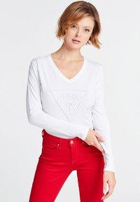 Guess - VORNE - T-shirt à manches longues - white - 0