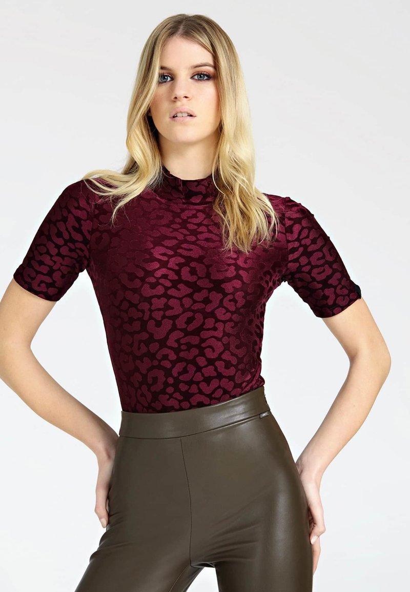 Guess - T-shirt imprimé - red