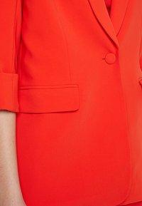 Guess - BIRGIT - Cappotto corto - pimento orange - 4