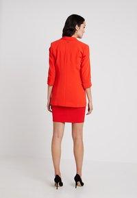 Guess - BIRGIT - Cappotto corto - pimento orange - 2