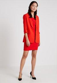 Guess - BIRGIT - Cappotto corto - pimento orange - 1