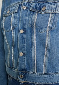 Guess - DELYA TRUCKER - Denim jacket - biscayne blue - 6