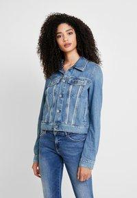 Guess - DELYA TRUCKER - Denim jacket - biscayne blue - 0