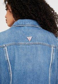 Guess - DELYA TRUCKER - Denim jacket - biscayne blue - 4