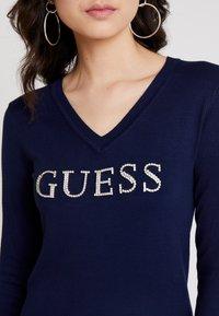 Guess - V NECK EMILIA - Sweatshirts - blue jam - 4