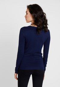 Guess - V NECK EMILIA - Sweatshirts - blue jam - 2
