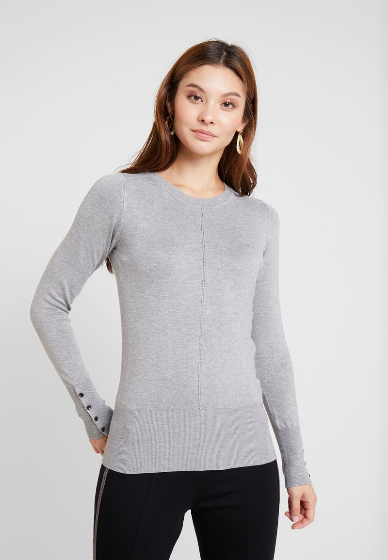 Guess - LS RN NIVES SWEATER - Jersey de punto - stone heather grey m