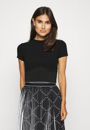 CYNTIA - Basic T-shirt - jet black