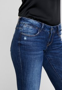 Guess - JEGGING ZIP - Vaqueros pitillo - witched blue - 3