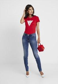 Guess - ULTRA CURVE SPLIT - Jeans Skinny Fit - richness - 1