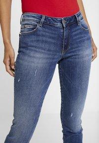 Guess - ULTRA CURVE SPLIT - Jeans Skinny Fit - richness - 4