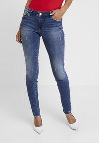 Guess - ULTRA CURVE SPLIT - Jeans Skinny Fit - richness - 0