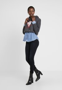 Guess - ANNETTE - Jeans Skinny Fit - mesmerized - 1