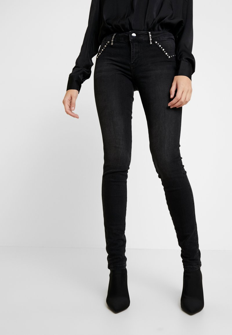 Guess - ULTRA CURVE FLAPS - Jeans Skinny Fit - black studded