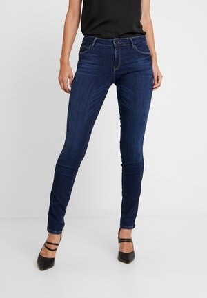 ULTRA CURVE - Jeansy Slim Fit - kensington