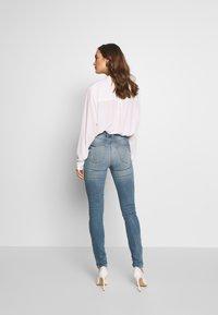 Guess - Jeans Skinny Fit - surfside destroy - 2