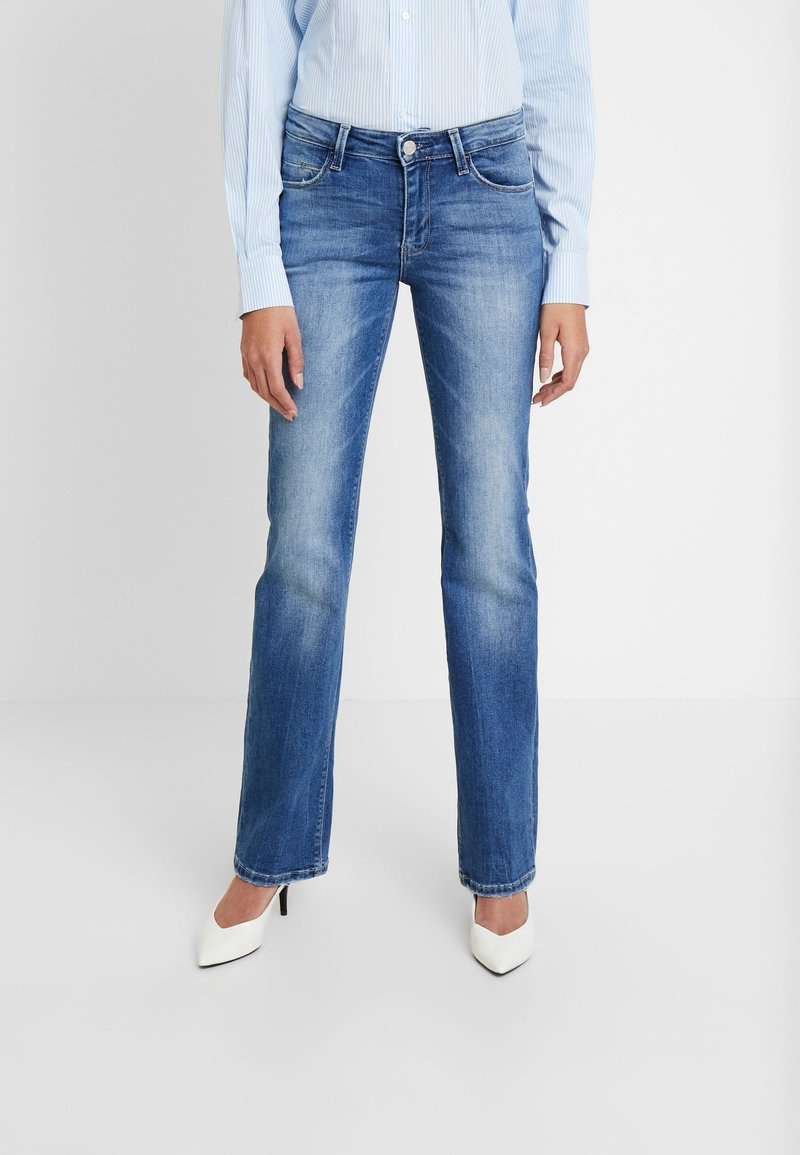 Guess - SEXY - Jeansy Bootcut - bluebird
