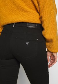 Guess - CURVE X - Jeans Skinny Fit - groovy - 3
