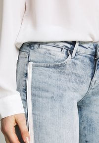 Guess - SPLIT - Jeans Skinny - edgy water destroy - 4