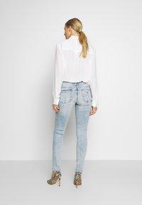 Guess - SPLIT - Jeans Skinny - edgy water destroy - 2