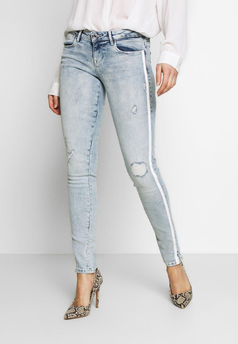 Guess - SPLIT - Jeans Skinny - edgy water destroy
