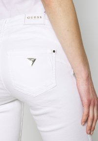 Guess - ULTRA CURVE - Jeans Skinny Fit - paper moon - 3