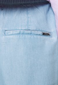 Guess - IRINA PANT - Flared Jeans - water - 5