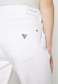 Guess - SEXY ANKLE - Jeans a sigaretta - jungle white - 5