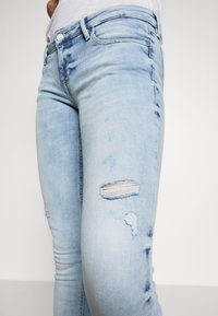 Guess - MARILYN - Jeansy Skinny Fit - solaria - 6