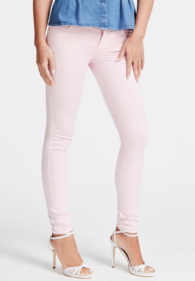GUESS HOSE SKINNY FIT - Jeans Skinny Fit - light pink