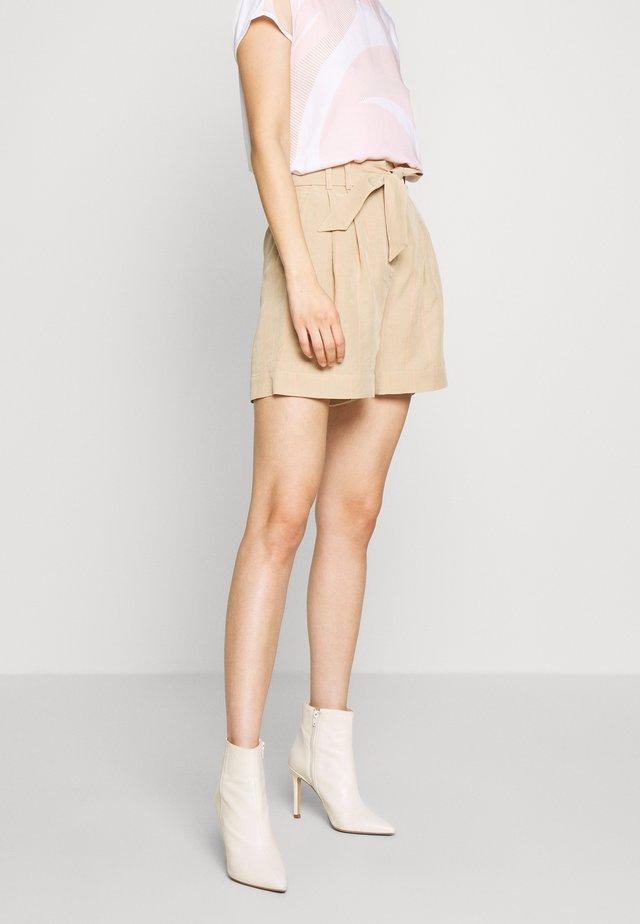 HILENA SHORTS - Szorty - beige striped combo