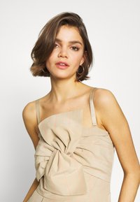 Guess - EVELINA OVERALL - Combinaison - beige - 4