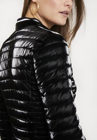 Guess - VONA JACKET - Jas - jet black - 5