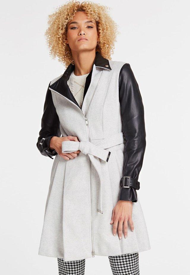 Płaszcz wełniany /Płaszcz klasyczny - white
