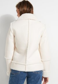 Guess - KUNSTFELL - Giacca invernale - creme - 2