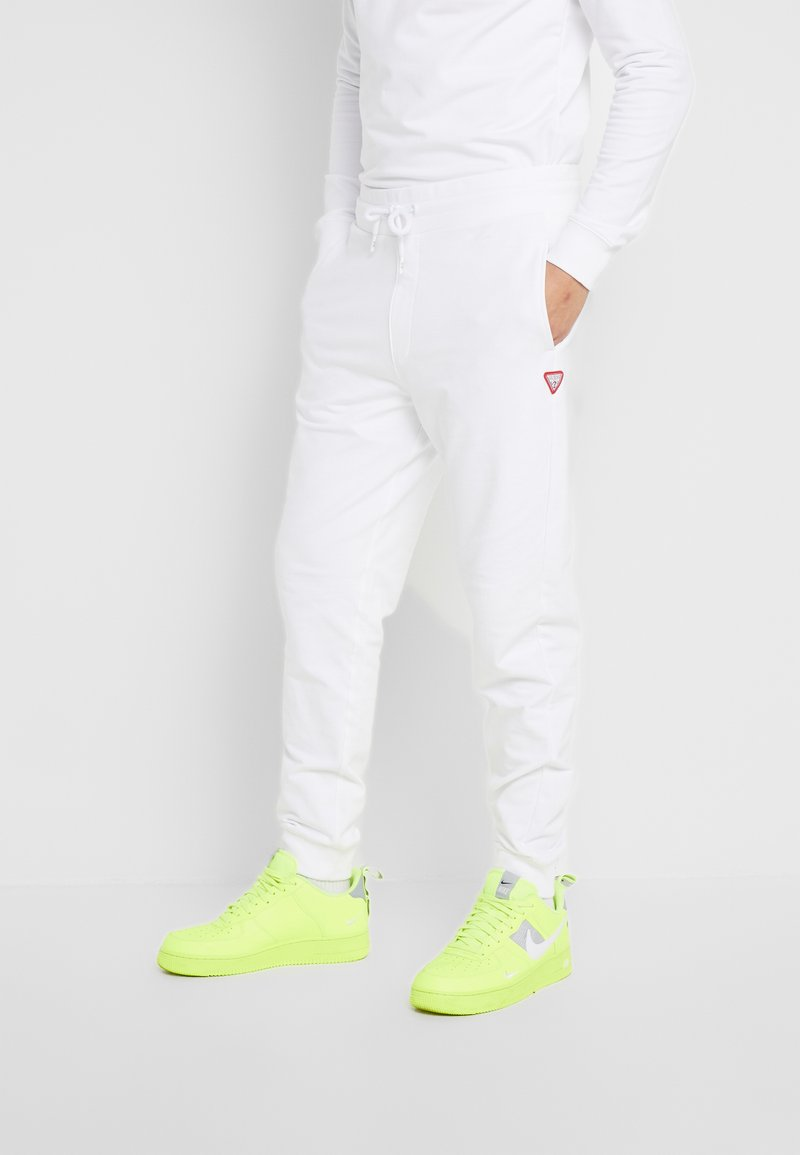 Guess - ADAM PANTS - Pantalon de survêtement - true white