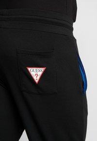 Guess - ADAM PANTS - Spodnie treningowe - jet black - 5
