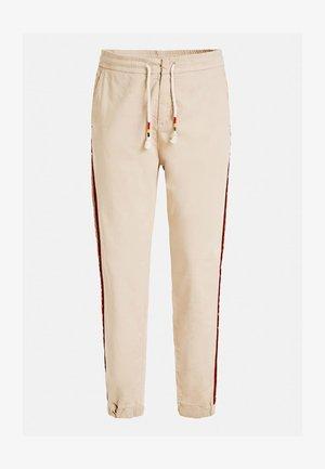 HOSE SKINNY FIT SEITLICHER STREIFEN - Spodnie treningowe - mehrfarbig beige