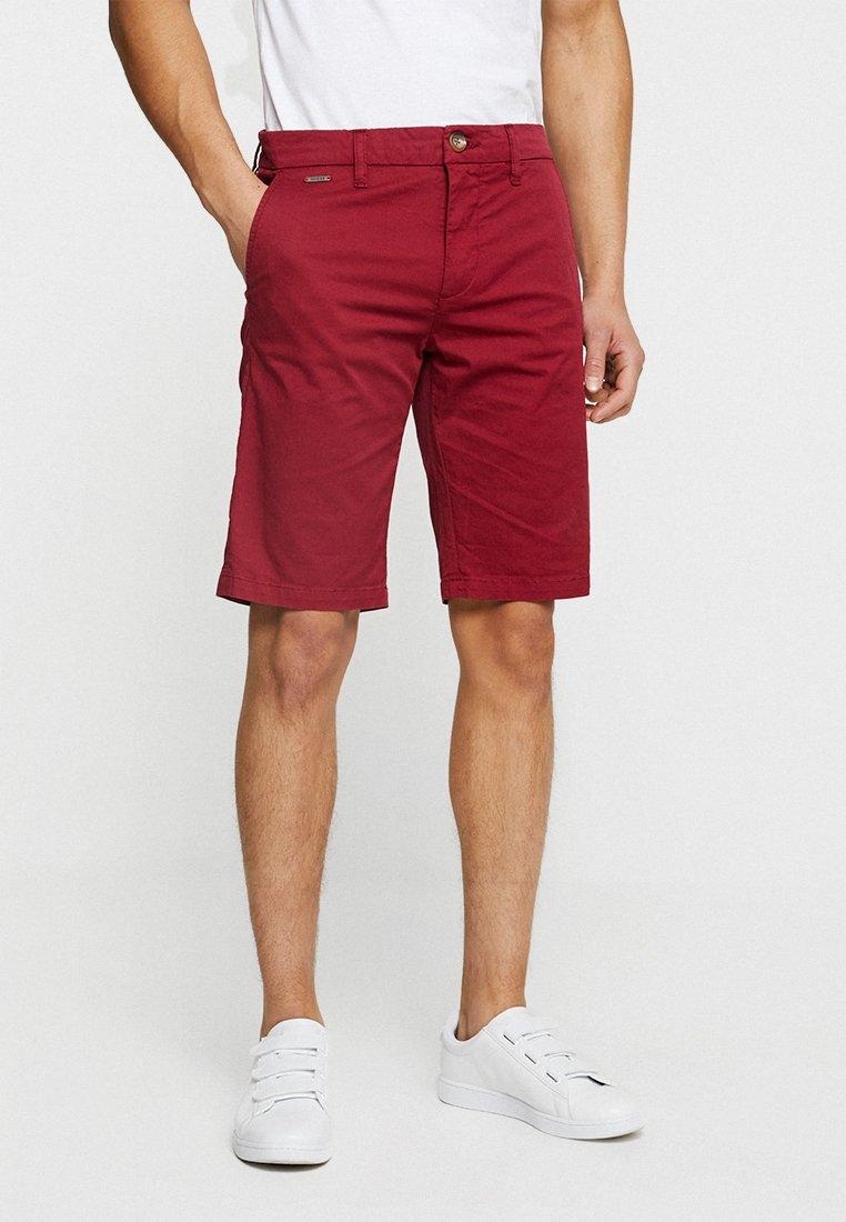 Guess - MYRON - Shorts - ballroom red