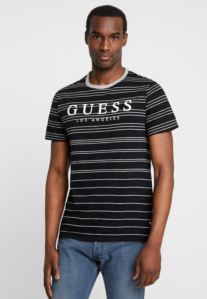 Guess - SIMON TEE - T-shirt z nadrukiem - jet black/grey