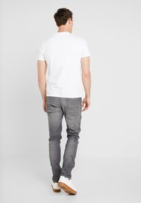 Guess - LOS ANGELES - T-shirt con stampa - true white - 2