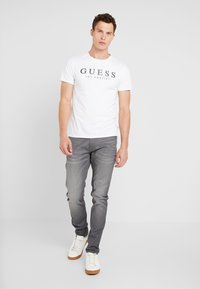 Guess - LOS ANGELES - T-shirt con stampa - true white - 1